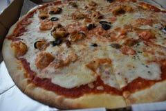 Πίτσα θάλασσας σε ένα κιβώτιο στοκ εικόνα με δικαίωμα ελεύθερης χρήσης