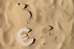 Παγκόσμιος πλούτος κάτω από την άμμο στοκ φωτογραφία