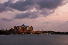 Παλάτι εμιράτων στο ηλιοβασίλεμα Αμπού Ντάμπι, Ε.Α.Ε. στοκ εικόνα