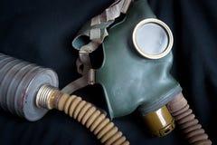 Παλαιά μάσκα αερίου με το φίλτρο στοκ εικόνα