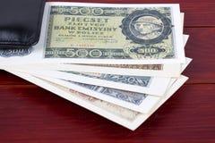 Παλαιά πολωνικά χρήματα στο μαύρο πορτοφόλι