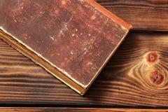 παλαιός ξύλινος βιβλίων α& στοκ φωτογραφία με δικαίωμα ελεύθερης χρήσης