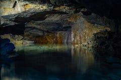 Παλαιό εγκαταλειμμένο πλημμυρισμένο ορυχείο Gurievsky ασβεστόλιθων σε Byakovo, περιοχή της Τούλα στοκ φωτογραφίες