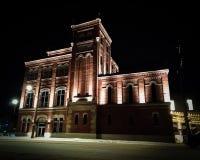 Παλαιό κτήριο ύφους αναμμένο επάνω τη νύχτα στοκ εικόνα με δικαίωμα ελεύθερης χρήσης