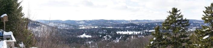 Πανοραμική άποψη σχετικά με τα βουνά Laurentides σε Val Δαβίδ στοκ φωτογραφίες