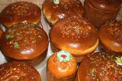 Παραδοσιακές σλαβικές ζύμες, κέικ Πάσχας, σπιτικά κέικ στοκ εικόνες