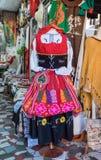 Παραδοσιακό φόρεμα των πορτογαλικών γυναικών στο κατάστημα δώρων σε Sintra στοκ εικόνα