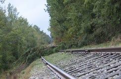 Παρεμποδισμένες διαδρομές σιδηροδρόμου μετά από τον τυφώνα Φλωρεντία στοκ εικόνες