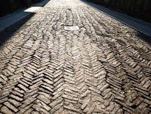 πεζοδρόμιο πετρών που φωτίζεται από τον ήλιο στο Μπέργκαμο στοκ φωτογραφία