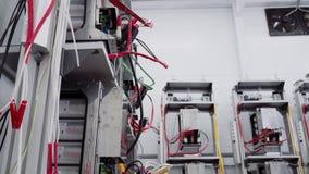 Πεδία δοκιμών στο εργαστήριο για την παραγωγή των βασισμένων σε μικροεπεξεργαστή συσκευών προστασίας και αυτοματοποίησης απόθεμα βίντεο