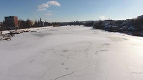 Περίπατος κατά μήκος του ποταμού απόθεμα βίντεο