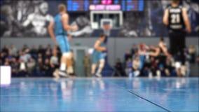 πετώντας στεφάνη παιχνιδιών καλαθοσφαίρισης σφαιρών απόθεμα βίντεο