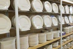 Πιάτα για την πώληση στην αγορά καταστημάτων στοκ φωτογραφίες με δικαίωμα ελεύθερης χρήσης