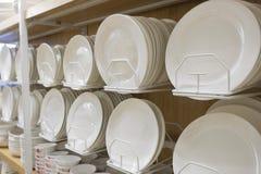 Πιάτα για την πώληση στο κατάστημα στοκ φωτογραφία