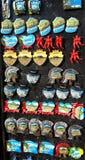 Πομπηία, Napoli, Ιταλία Συλλογή των μαγνητών για να πωλήσει στους τουρίστες στοκ φωτογραφίες