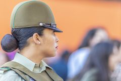 Πορτρέτο γυναικών αστυνομίας Carabinero στις οδούς του Σαντιάγο κατά τη διάρκεια της ημέρας 8M των γυναικών στο Σαντιάγο de Χιλή στοκ φωτογραφίες με δικαίωμα ελεύθερης χρήσης