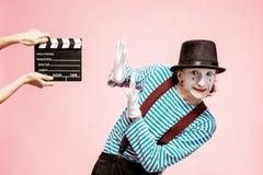 Πορτρέτο μιας παντομίματος με την κινηματογραφία clapperboard στοκ εικόνες