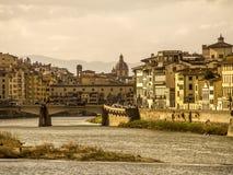 Ποταμός της Ιταλίας, της Τοσκάνης, της Φλωρεντίας και Arno στοκ φωτογραφία