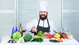 Προετοιμάστε το συστατικό για το μαγείρεμα Σύμφωνα με τη συνταγή Χρήσιμος για τη σημαντική ποσότητα των μεθόδων μαγειρέματος Βασι στοκ εικόνα με δικαίωμα ελεύθερης χρήσης