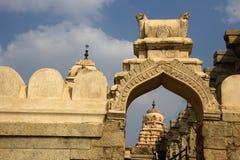 Πύργος ναών και αψίδα, Lepakshi στοκ εικόνες