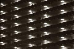 Πόρτες και διάδρομοι μιας συγκυριαρχίας στο Τόκιο τη νύχτα στοκ εικόνες