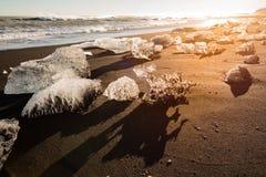 Πυράκτωση πάγου παγετώνων στην παραλία Ισλανδία Ευρώπη διαμαντιών στοκ φωτογραφία με δικαίωμα ελεύθερης χρήσης