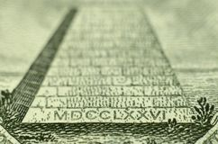Πυραμίδα από το λογαριασμό αμερικανικών δολαρίων στοκ φωτογραφία