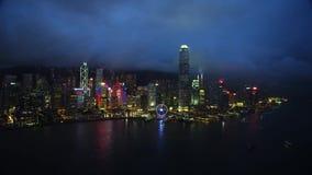Πυροβολώντας από τον κηφήνα, πόλη του Χογκ Κογκ, ουρανοξύστες νύχτας απόθεμα βίντεο