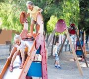 ï» παιδιά ¿ που παίζουν στην παιδική χαρά Στοκ εικόνες με δικαίωμα ελεύθερης χρήσης