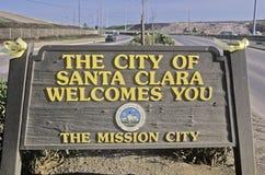 ï ¿ ½市圣克拉拉欢迎Youï ¿ ½标志,圣克拉拉,硅谷,加利福尼亚 免版税库存照片