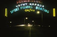 读ï ¿ ½游艇港口的一个霓虹灯广告,体育运动垂钓划船cafesï ¿ ½ 图库摄影