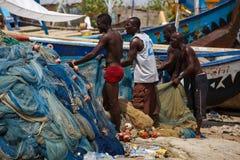 Ï ACCRAS, GHANA ¿ ½ am 18. März: Nicht identifizierte ghanaische Fischer, die t tun Lizenzfreie Stockfotografie