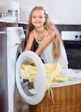 ï ¿ die ½ hild van de geur van gewassen kleren genieten Royalty-vrije Stock Afbeelding
