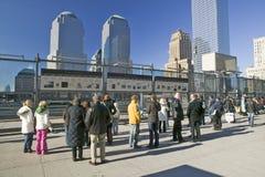 ï ¿ ½ Loch im Earthï-¿ ½ Welthandel ragt Erinnerungsstandort für den 11. September 2001, New York City, NY hoch Stockfoto