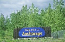 ï ¿ ½ powitanie Anchorageï ¿ ½ podpisuje wewnątrz zakotwienie, Alaska Zdjęcia Stock