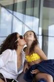 Счастливый портрет матери и маленькой дочкой Royalty Free Stock Image