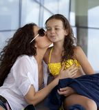 Счастливый портрет матери и маленькой дочкой Stock Images
