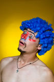 Ð¡lown in a blue wig, expressing surprise Royalty Free Stock Photo