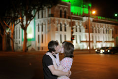 Сouple kissing in a street Stock Photography