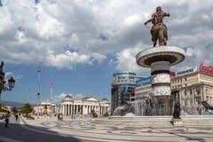 Яkopje市中心和亚历山大大帝纪念碑,马其顿 免版税库存照片