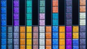 Абстрактный взгляд пестротканые коробки с косметиками редакционо стоковое изображение rf