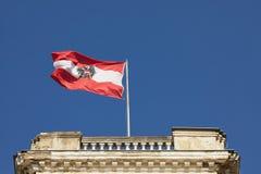 Австрийский флаг в ветре стоковые фото