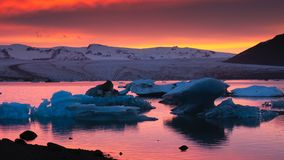 Айсберги на лагуне Jokulsarlon ледниковой стоковые изображения rf