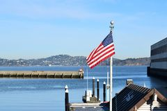 Американский флаг в Сан Franscisco, CA стоковое изображение rf