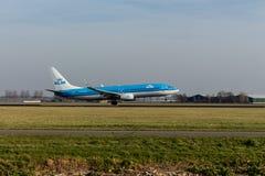 Аэропорт Schiphol, северная Голландия/Нидерланд - 16-ое февраля 2019: KLM Боинг 737-800 PH-BCB стоковые изображения