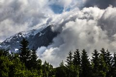 Атлас облака в Альп стоковые фотографии rf