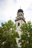 Башня приходской церкви в Levico Termen, Италии стоковое фото rf