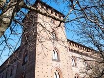башня Castello Visconteo в городе Павии весной стоковые изображения