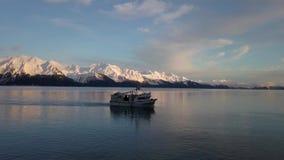 Безопасный путешествовать для рыболовов Аляски коммерчески сток-видео