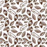 бесшовный узор какао. Seamless pattern of the cocoa fruit, whole and halves of cocoa beans in retro style with cocoa inscription on a white Royalty Free Stock Photography